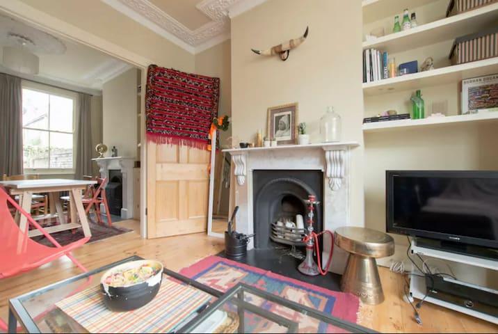 Bedroom in bright large house in East London - ลอนดอน - บ้าน