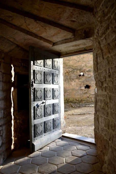 l'entrée avec porte Renaissance