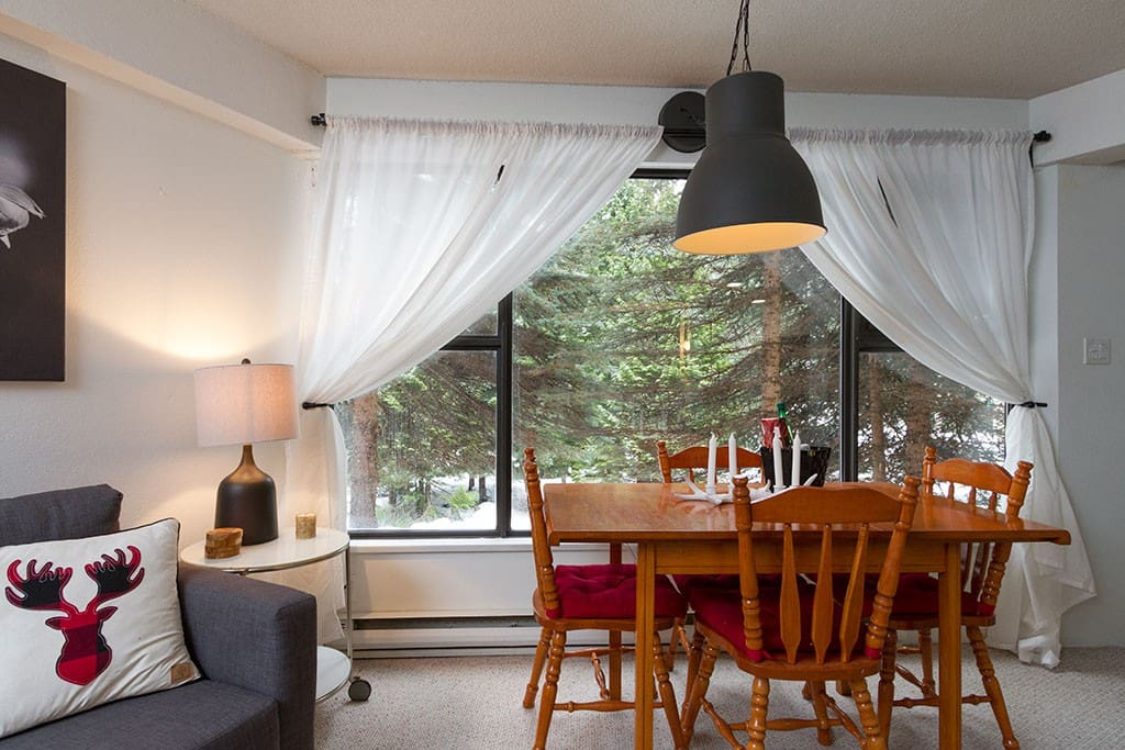 Dining Room Table can accommodate 6 people
