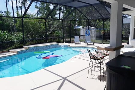 Spacious Private Hot Tub 4 Queens++ Beds Salt Pool