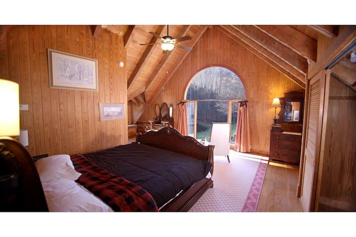 Upstairs large bedroom