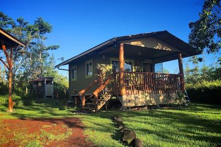Cozy cabin in the jungle, hammock and tree house - Keaau - Haus