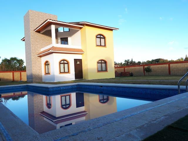 Casa de Vacaciones con Jardín y Alberca