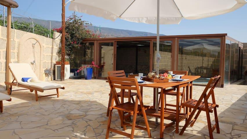 Casa en finca de viña con piscina climatizada