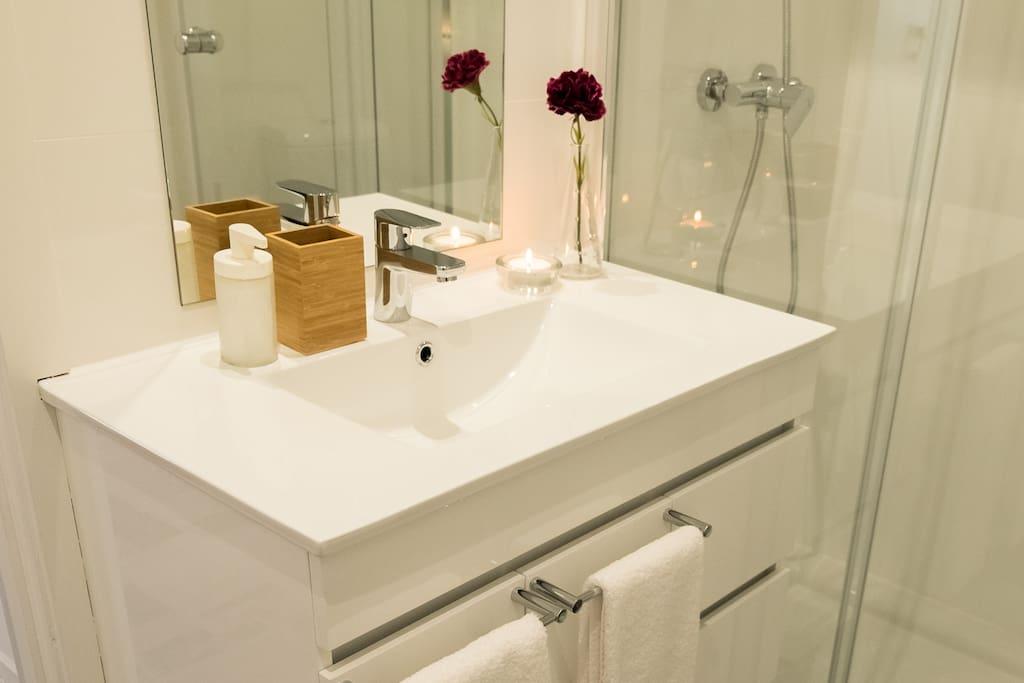 Pormenor casa de banho com duche