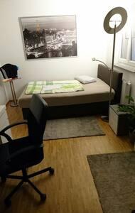 ruhiges Zimmer in Penthauswohnung Innenstadt - Karlsruhe