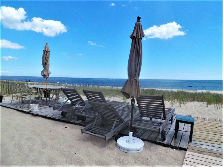 2nd Oceanfront deck  w/lounge chairs