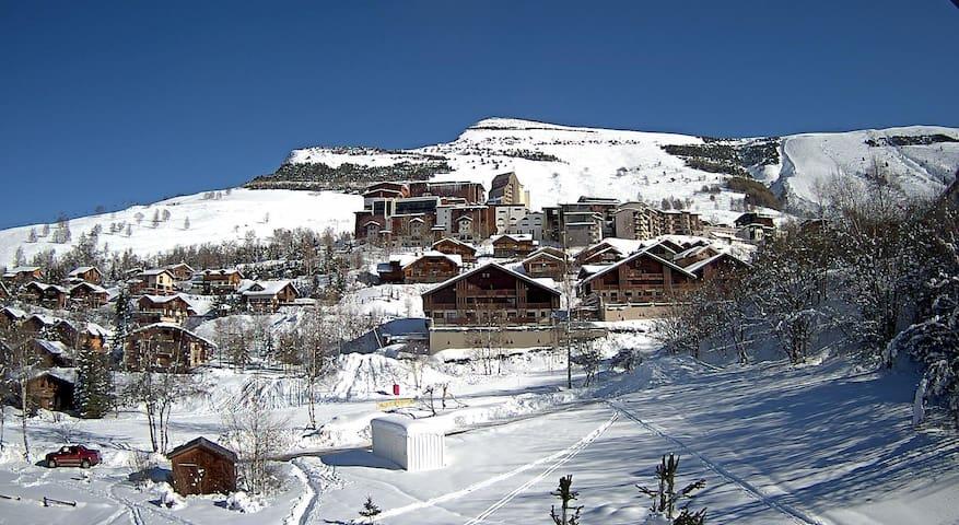 Vue depuis les balcons vers La Grande Aiguille, l'hiver