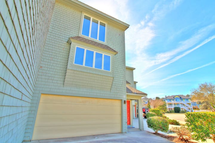 4 Bedroom Townhome in Lighthouse Villas at Corolla Light