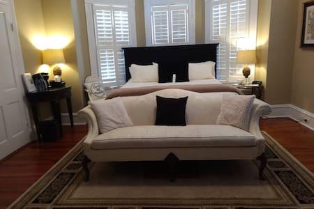 Jasmine Rose Suite - Trowell Historic Inn