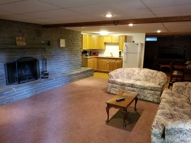 Cozy Apt for 2-Private Entrance-Great Location