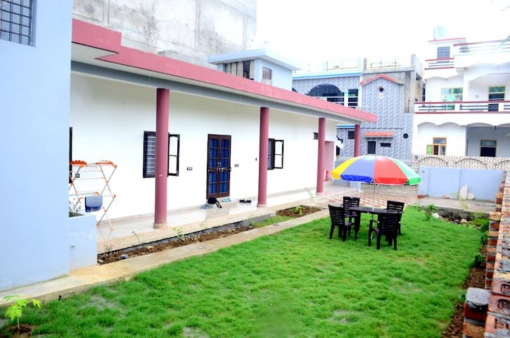 Sushma's Homestay-Serene, spacious home near ganga