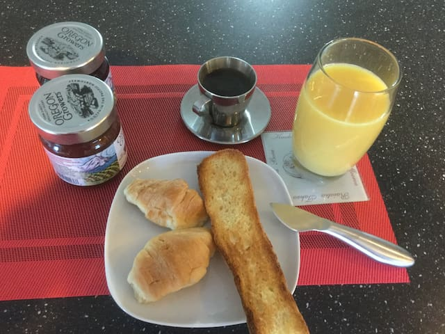 Get a good night sleep and a French breakfast - Bend - Casa