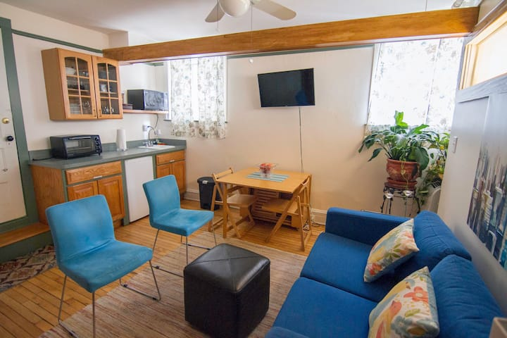 Edgewater escape, charming 2 BR
