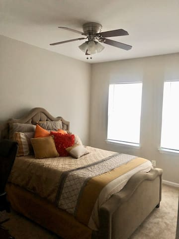 Comfortable Queen bed & Full Bathroom
