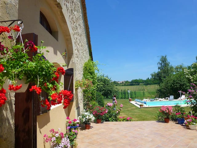 Beautiful Restored Barn-Private pool lovely views - Taillecavat - House