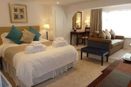 Superior Family Suite Room 5 - Wiltshire - Bed & Breakfast