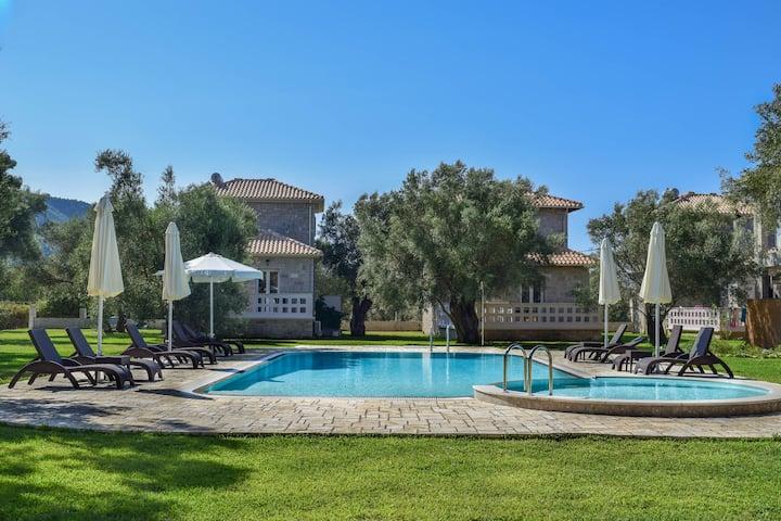 Villa FRYNI/5' from sea & center/Mountain View