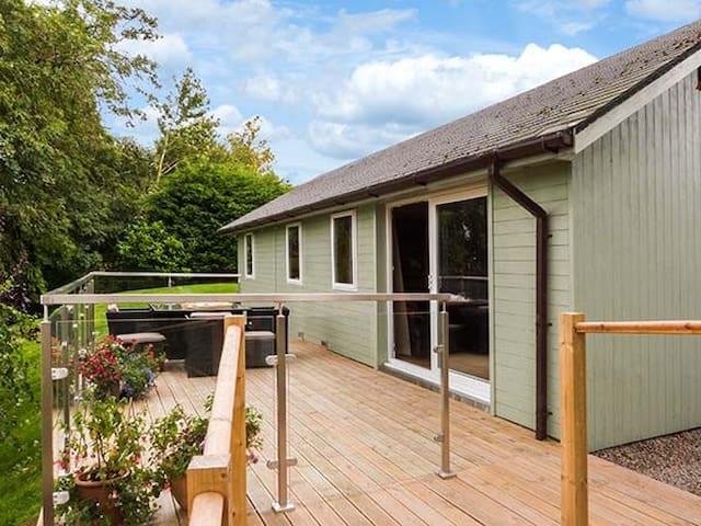 SOLWAY COTTAGE, family friendly in Bowness-On-Solway, Ref 911744