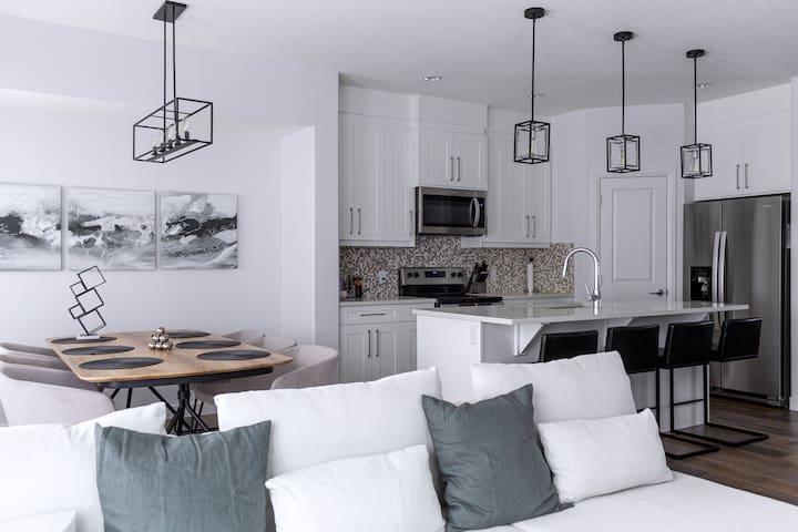 Stylish, Modern 4 Bdrm Home in Convenient Location