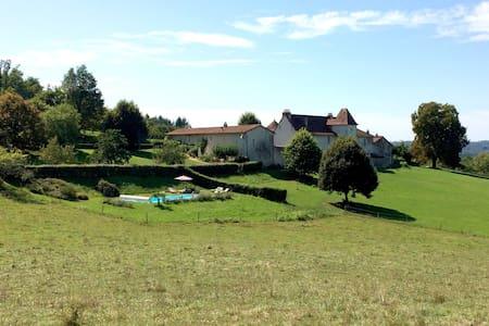 """La Glaudie, gîte de la """"Cour"""" en Périgord Vert - Milhac-de-Nontron - Casa"""