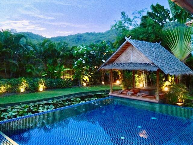Stor exklusiv Villa i Hua Hin. Trädgård & pool.