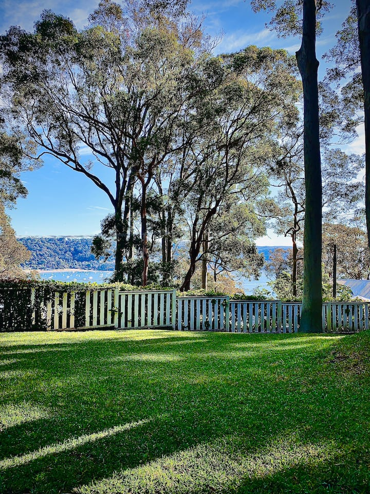 Private Room overlooking stunning Pittwater.