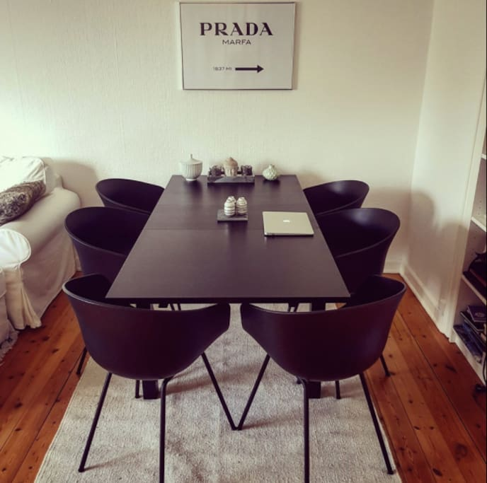Spisebord // Dining table