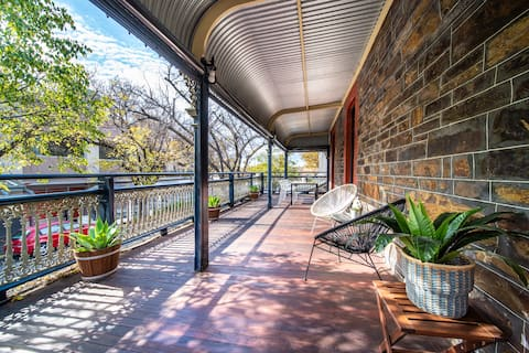"""★Archer St ❤ of North Adelaide★Balcony★65""""TV★"""