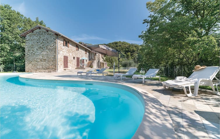Holiday cottage with 5 bedrooms on 200m² in Belvedere -PG_