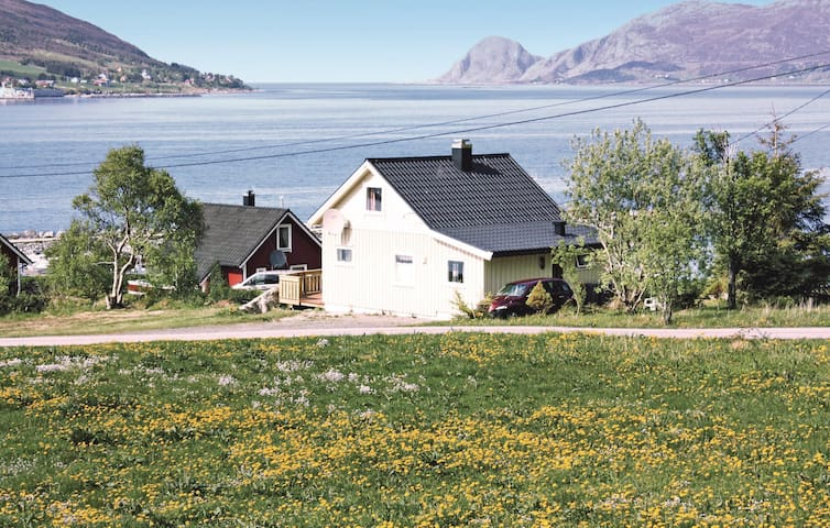Holiday cottage with 2 bedrooms on 80m² in Åram