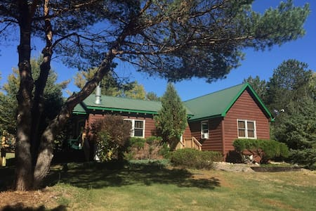 Hot Tub, Sauna, Fireplace, A/C, Dog Friendly, 1.9 mi to Whiteface, Mt View: EMC