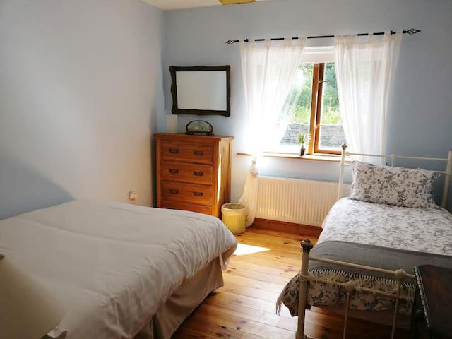 Donemark Falls Lodge, Sleeps 3 - Bantry - Hus