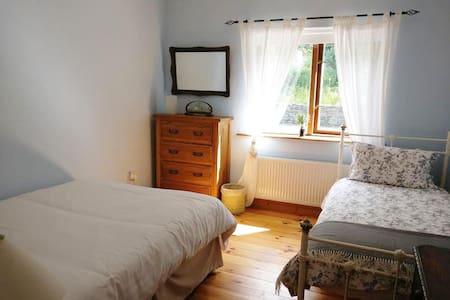 Donemark Falls Lodge, Sleeps 3 - Bantry - House
