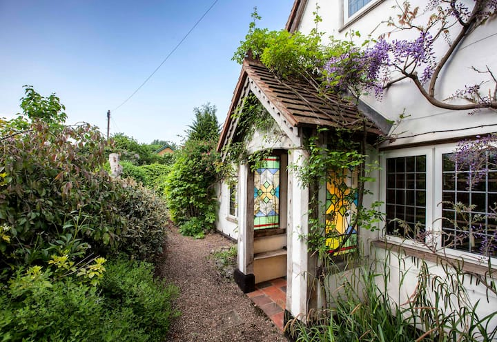 Rose Cottage - Listed 16th Century Cottage