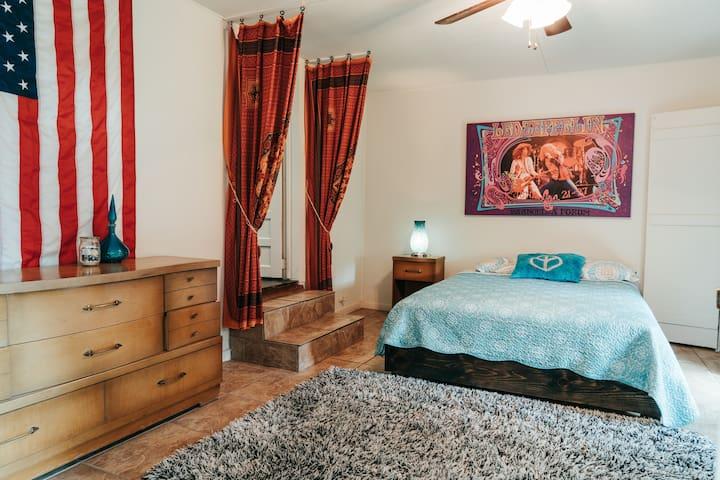 Queen bed , largest bedroom