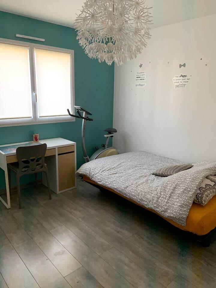 Chambre privée dans maison spacieuse et moderne