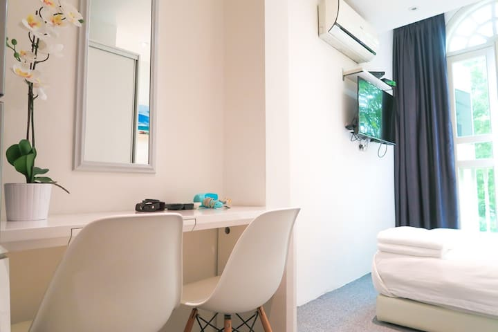 Compact Studio Apt / WIFI @ Orchard/Somerset Area
