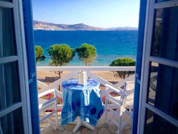 *BEACHFRONT* Studio for 2 ~ Krios Beach!