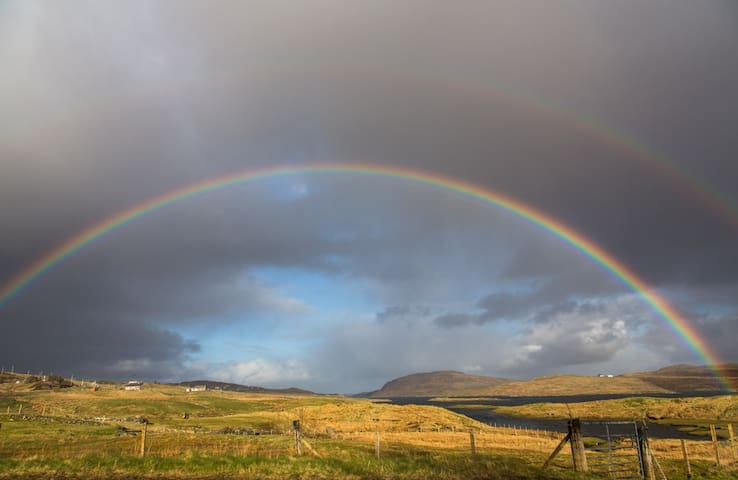 Bothan Beag Geal - rainbow