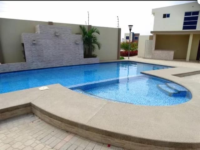 Privada  Villa  trento con piscina y vigilante.