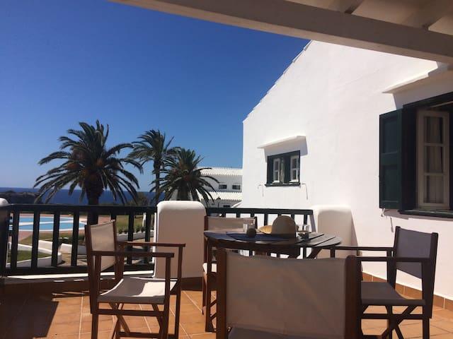 Apt con terraza vistas a la piscina y al mar - Maó - Daire