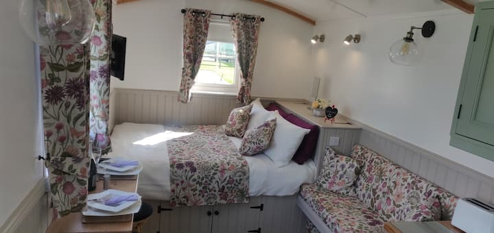 Shepherd Hut Enniskillen - Blossom