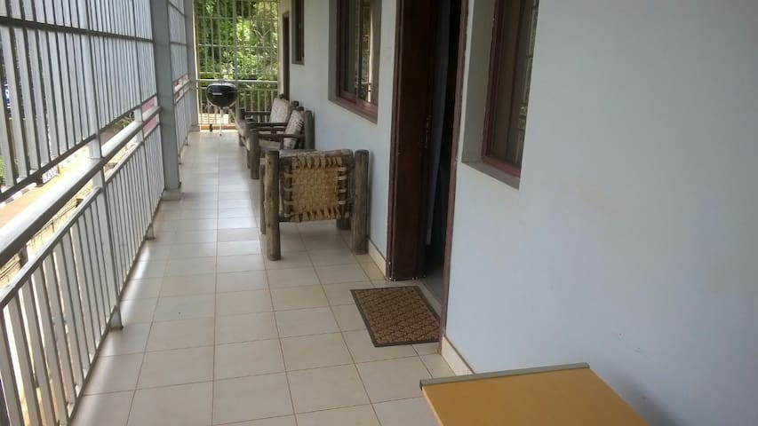 cozy two b/room Flat in bugolobi - Kampala - Apartment