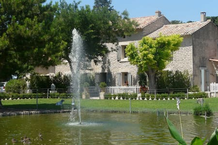 Provencal farmhouse with private swimming pool