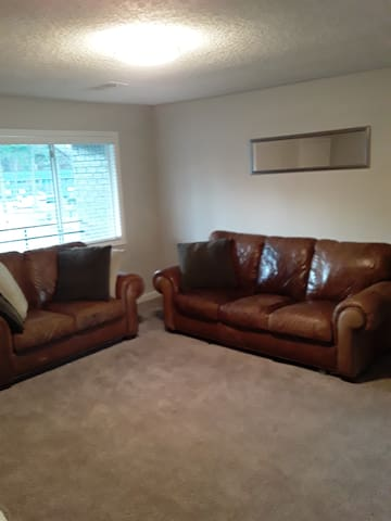 Stay Prettii- 1 room for Female & up to 2 children