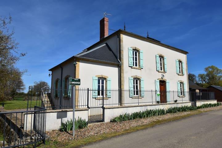 Lujosa mansión en Verneuil con hidromasaje