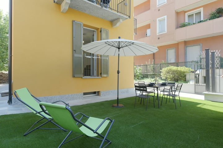Sunflower apartment 1 with terrace in Baveno city centre