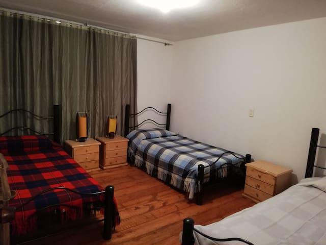 Hostel La Abuela (habitación 3 camas y adicional)