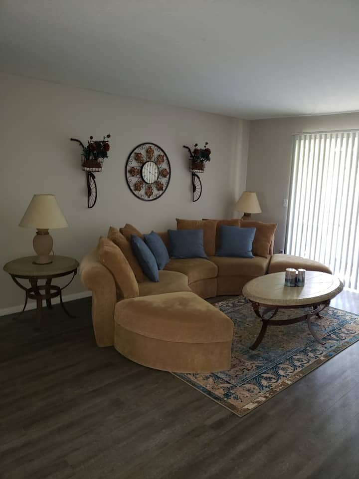 #277 - Cozy 2 bedroom 2 bath Apartment (upstairs)